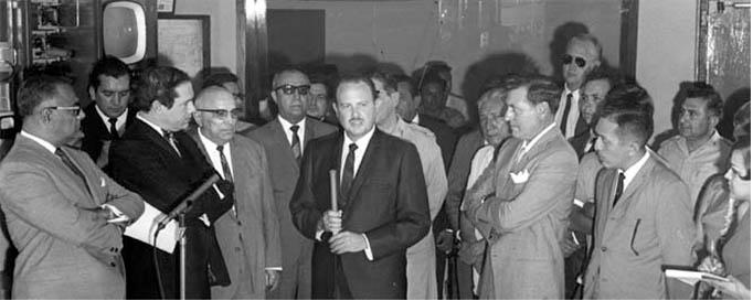 Al centro, Andrés García Laví. A su derecha, con un pañuelo blanco en la solapa, Rómulo O'Farrill Jr. Foto: Grupo Sipse.
